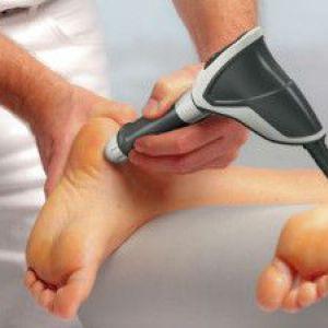 Як позбутися від натоптишів на пальцях ніг і п`ятах
