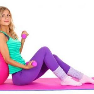 Чи можна жінці займатися спортом під час місячних