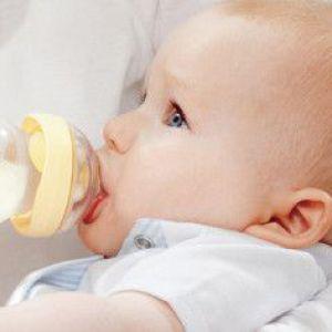 Симптоми і лікування алергії на обличчі у новонародженого немовляти