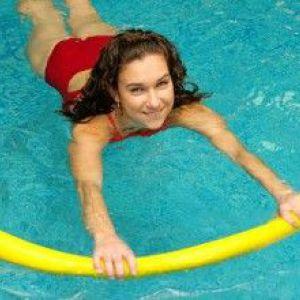 Тонкощі лікувального плавання при кіфозі
